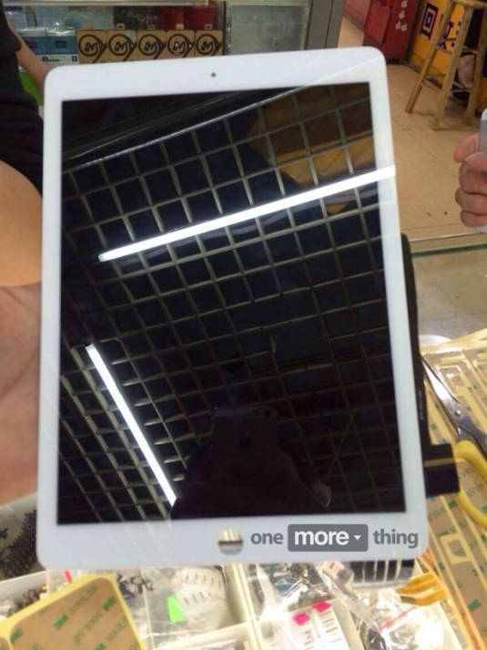 Leaked photo of purported new iPad display, front