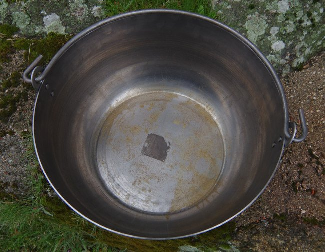 The untreated steel pot