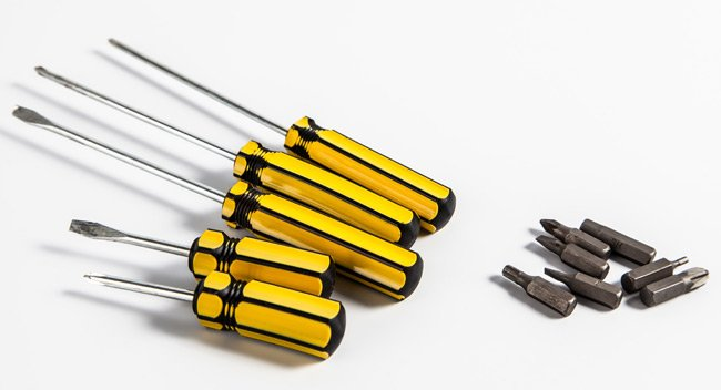 Screwdrivers menaced by a cordless bit set