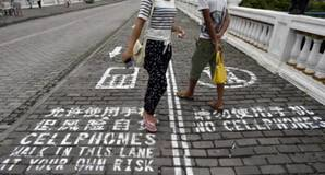Sidewalk mobile phone lane in China