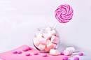 Image by Anastasia Omelyanenko http://www.shutterstock.com/fr/pic-436311205/stock-photo-mashmellow-and-lollipop.html?src=EXWdanl3s89L0aXGAQTtcQ-1-62