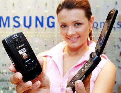 samsung sch-z560 hsdpa clamshell phone