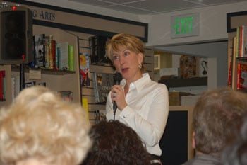 Fiorina speaks at a Mountain View bookstore