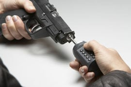 Gun barrel locking device