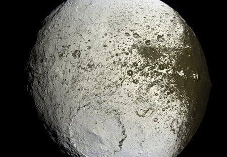False colour image of Iapetus' bright leading edge. Credit: NASA