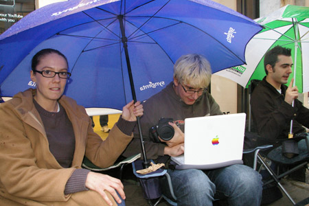 Queue for Apple iPhone on Regent Street