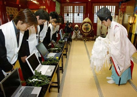 http://regmedia.co.uk/2008/09/12/japanese_laptop_blessing.jpg
