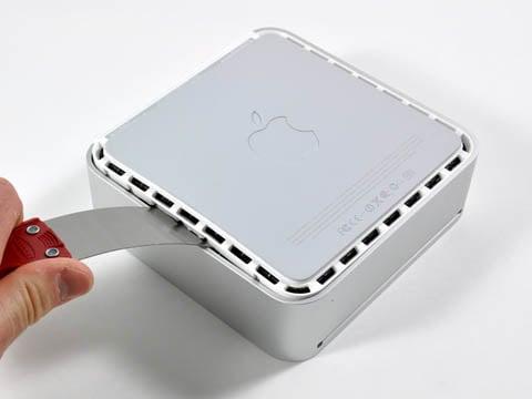 Mac mini teardown: prying open the case