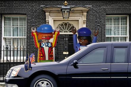 Brown greets Obama at Downing Street