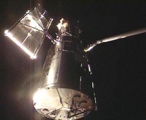Atlantis grapples Hubble. Pic: NASA