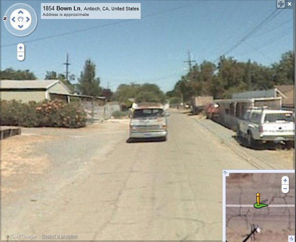 Alleged Garrido vehicle continues to follow Street View van