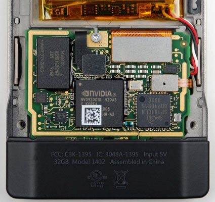 Zune_HD_teardown_01