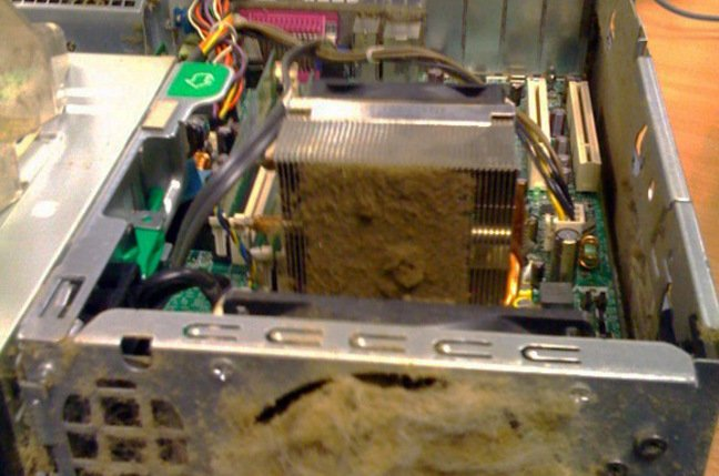 The world's dirtiest PC, with vents completely blocked by dust