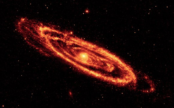 Andromeda at 12 and 22 microns. Pic: NASA