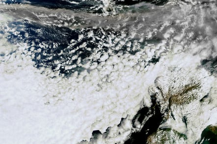 Larger Envisat image of the Icelandic volcano ash plume 15 April 2010, 13.25 CEST. Credit: ESA