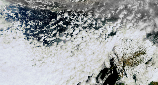 Larger Envisat image of the Icelandic volcano ash plume 15 April 2010, 13.25 CEST. Credit: ESA