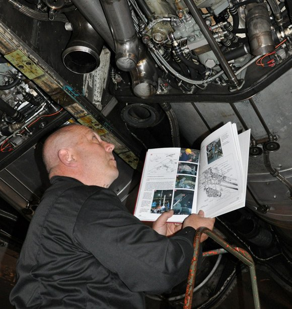 Kev Stone inspects XH558