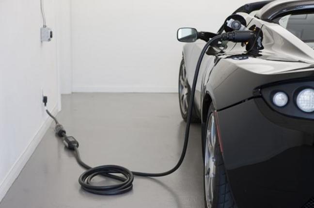 Roadster charging. Credit: Tesla