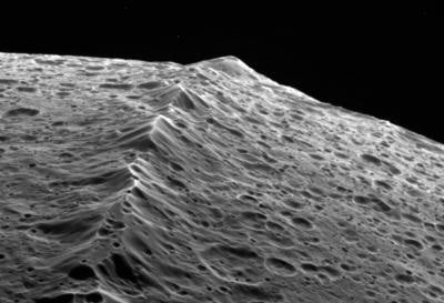 The equatorial ridge of Iapetus, imaged by the Cassini probe. Credit: NASA/JPL/SSI