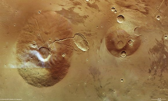 Mars Express image of Ceraunius Tholus and Uranius Tholus. Pic: ESA