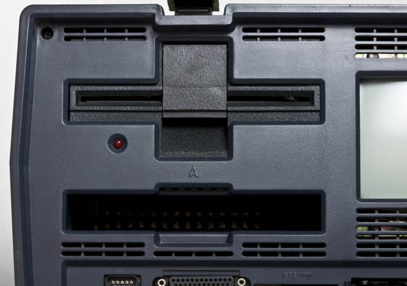 Osborne 1, second version - 5.25-inch floppy drive slot