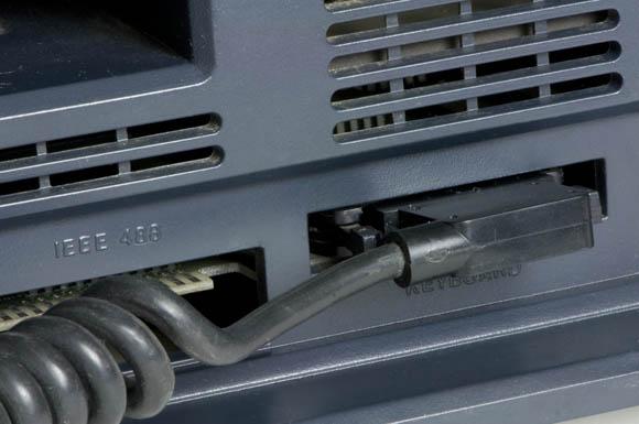 Osborne 1, second version - keyboard port