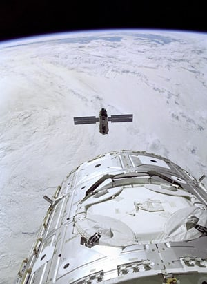The Unity module approaches the Zarya module. Pic: NASA