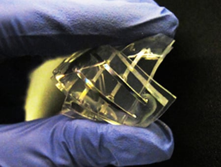Prototype of quasi-liquid device with memristor characteristics