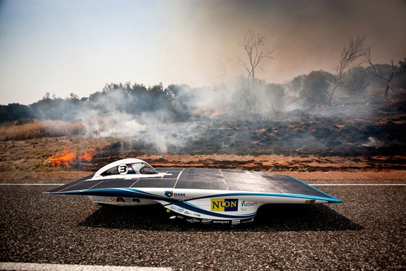 Nuon's Nuna6 drives by a bush fire: Pic: Nuon