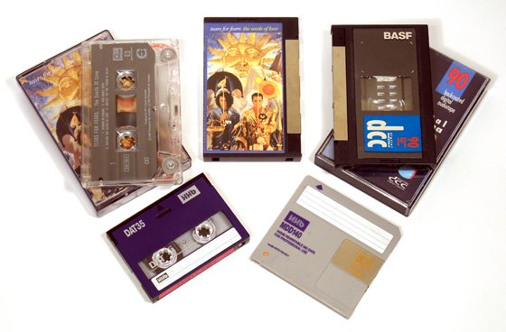 Prerecorded analogue cassette and DCC version with recordable DCC, DAT and MiniDisc 140 data cartridge