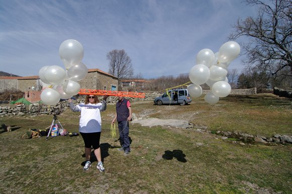 The flying truss with balloon clusters