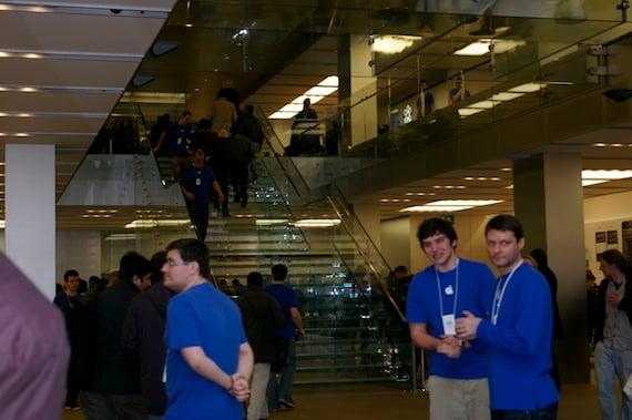 The iPad queue London, credit The Register