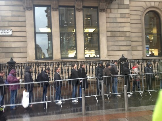 The iPad queue London, credit Joseph Heaney