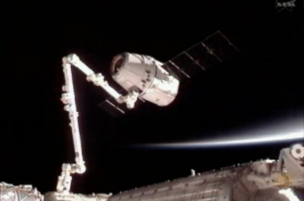 ISS captures the Dragon