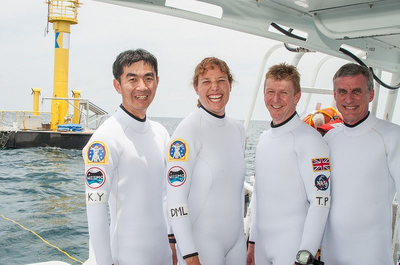 Aquanauts Yui, Metcalf-Lindenburger, Peake and Squyres (L-R) prepare for the NEEMO 16 underwater deep space mission. Credit: NASA/ESA
