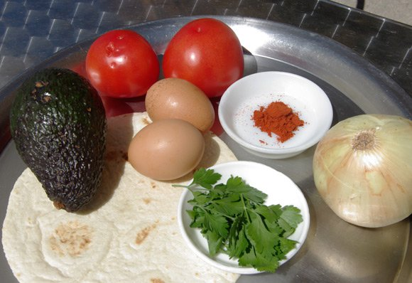 The ingredients for huevos rancheros
