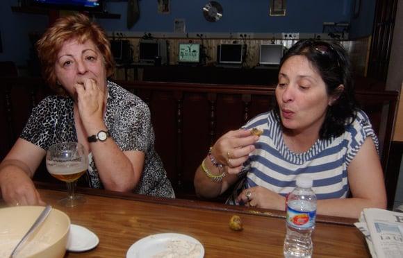 Lourdes reacts to the spicy haggis pakora