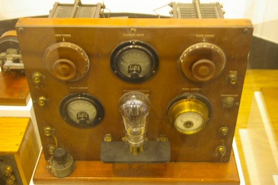 1920s radio, from The National Radio Centre, credit The Register