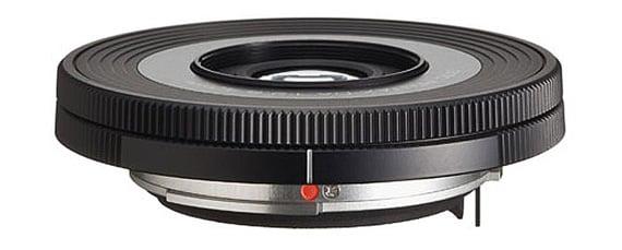 Pentax K-01 DA 40MM F/2.8 XS lens