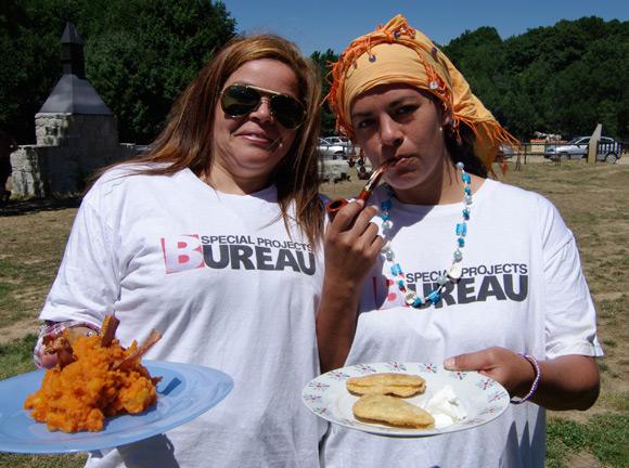 Our deathmatch waitresses Claudete Fernandes Barbosa and Marcela Rementeria Perez