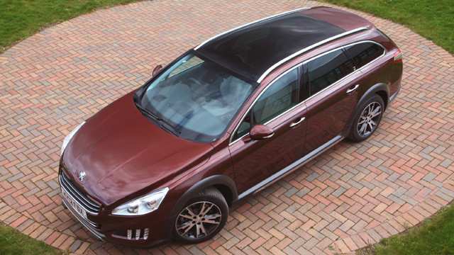 Peugeot 508 RXH hybrid estate car