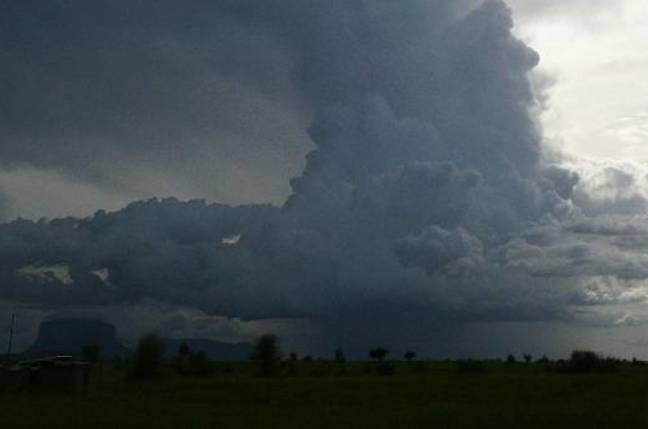 A storm is brewing (Mali, Sahel). Foto: F. Guichard & L. Kergoat, AMMA project, CNRS copyright.