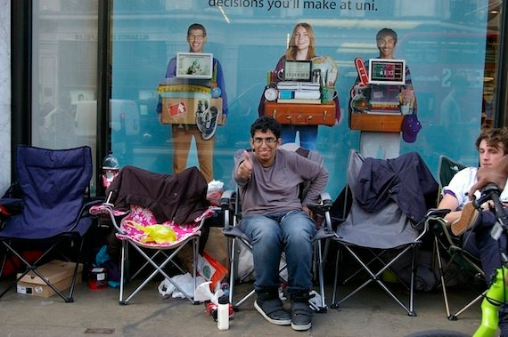 iPhone 5 queue London, credit The Register