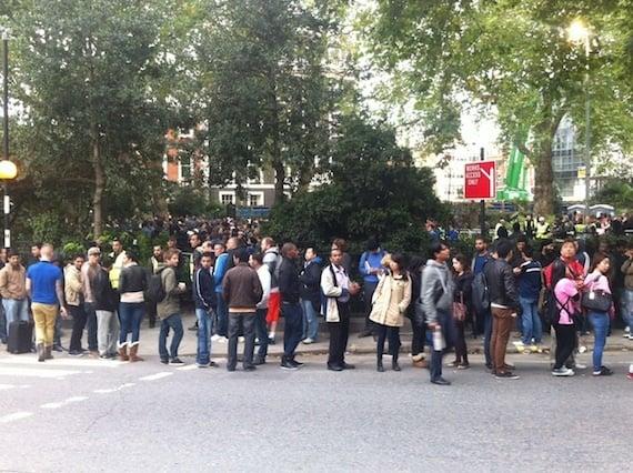 iPhone 5 queue London, credit The Register