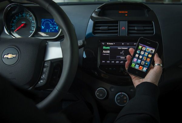 Siri in use in a Chevrolet, Photo by Steve Fecht for Chevrolet, copyright General Motors