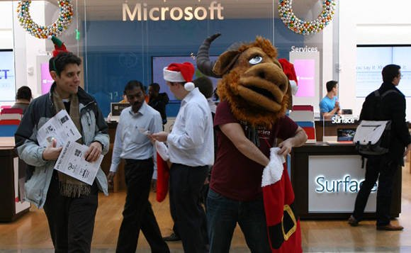 Photo of FSF activists demonstrating at a Microsoft Store in Boston, MA