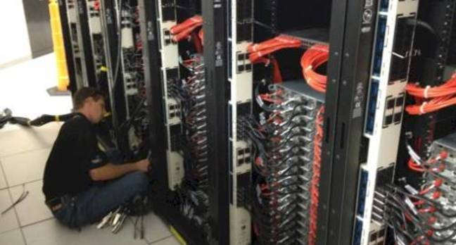 An Atipa tech builds a supercomputer cluster in Kansas