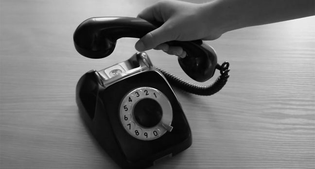 hand holdin retro telephone
