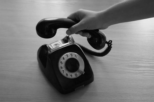 hand holdin retro telephone