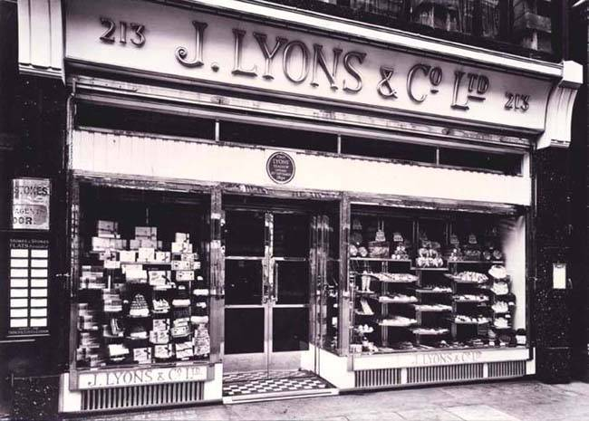 Lyons teashop Piccadilly, image courtesy Peter Bird